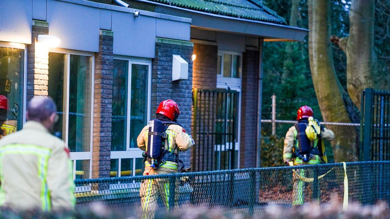 Gasfles ontploft op dak Sint Jozefschool in Geldrop