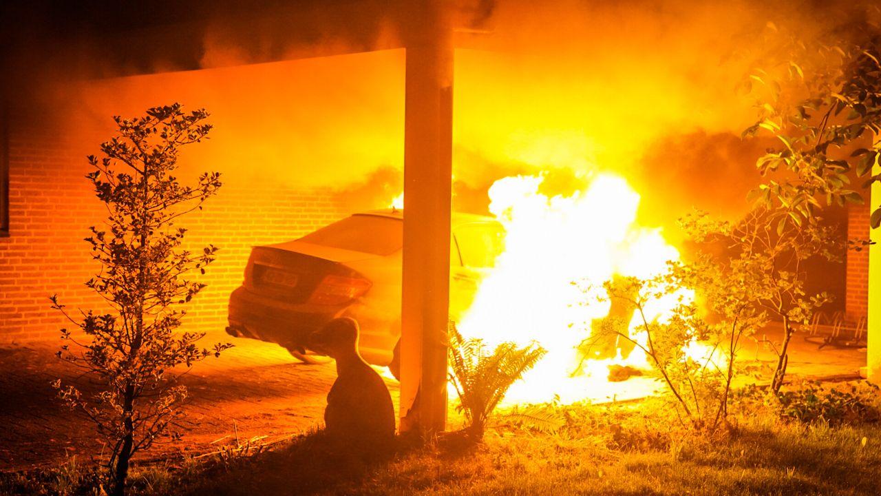 Auto in brand gestoken in Nuenen