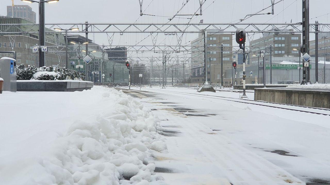 Openbaar vervoer regio deels plat door sneeuw