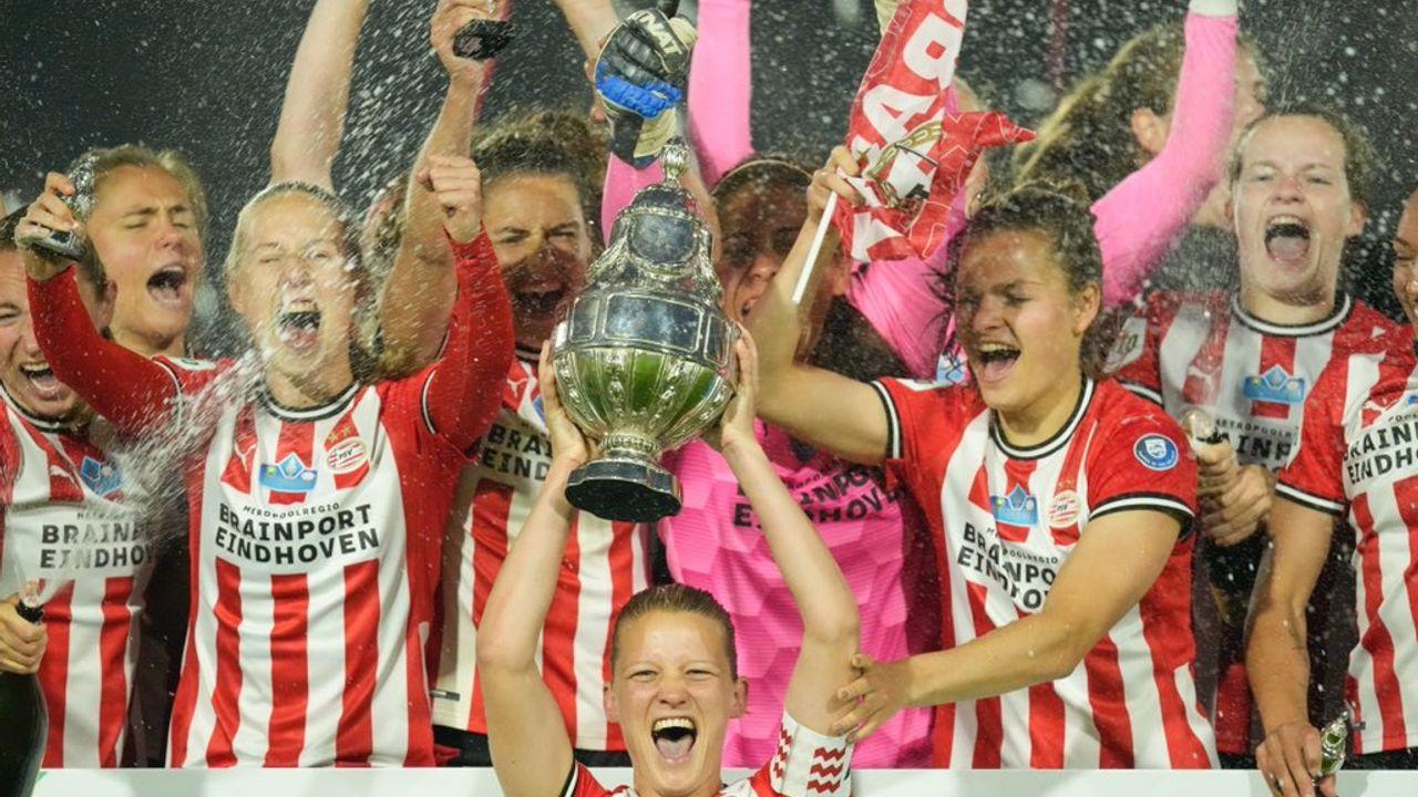 PSV Vrouwen wint de KNVB-Beker, eerste prijs in historie