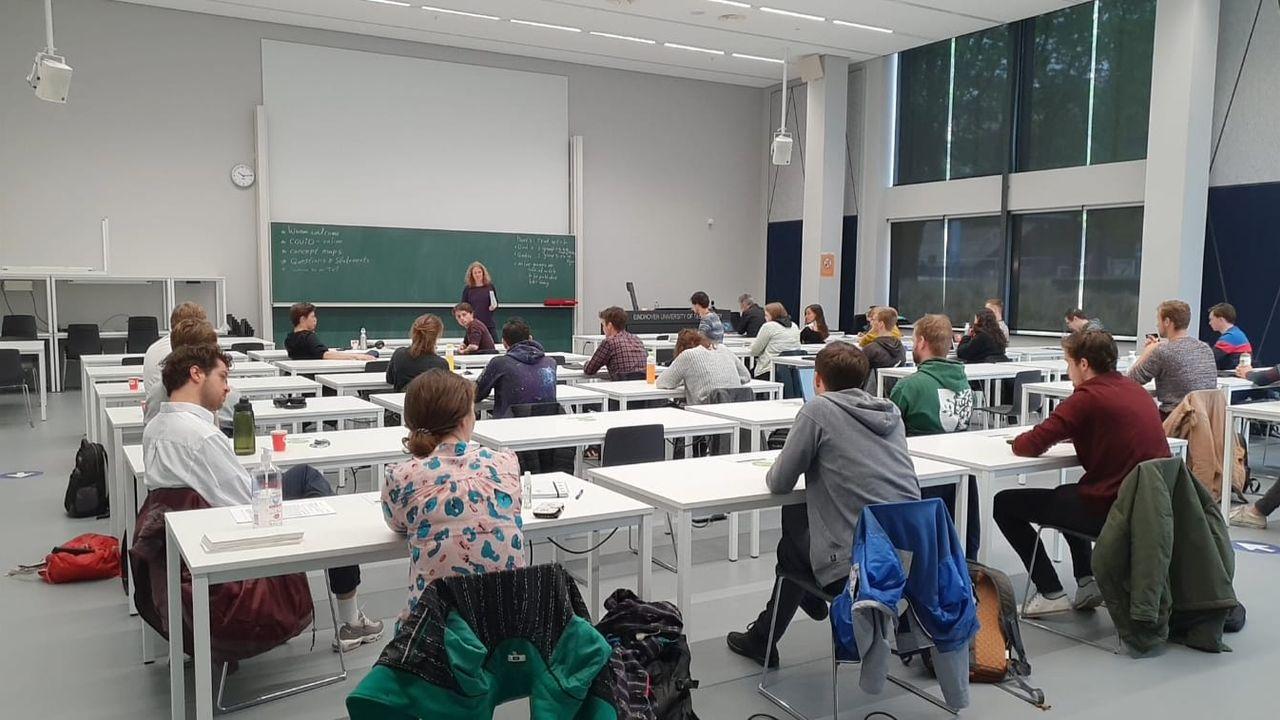 Duizenden Eindhovense studenten weer in de collegezaal