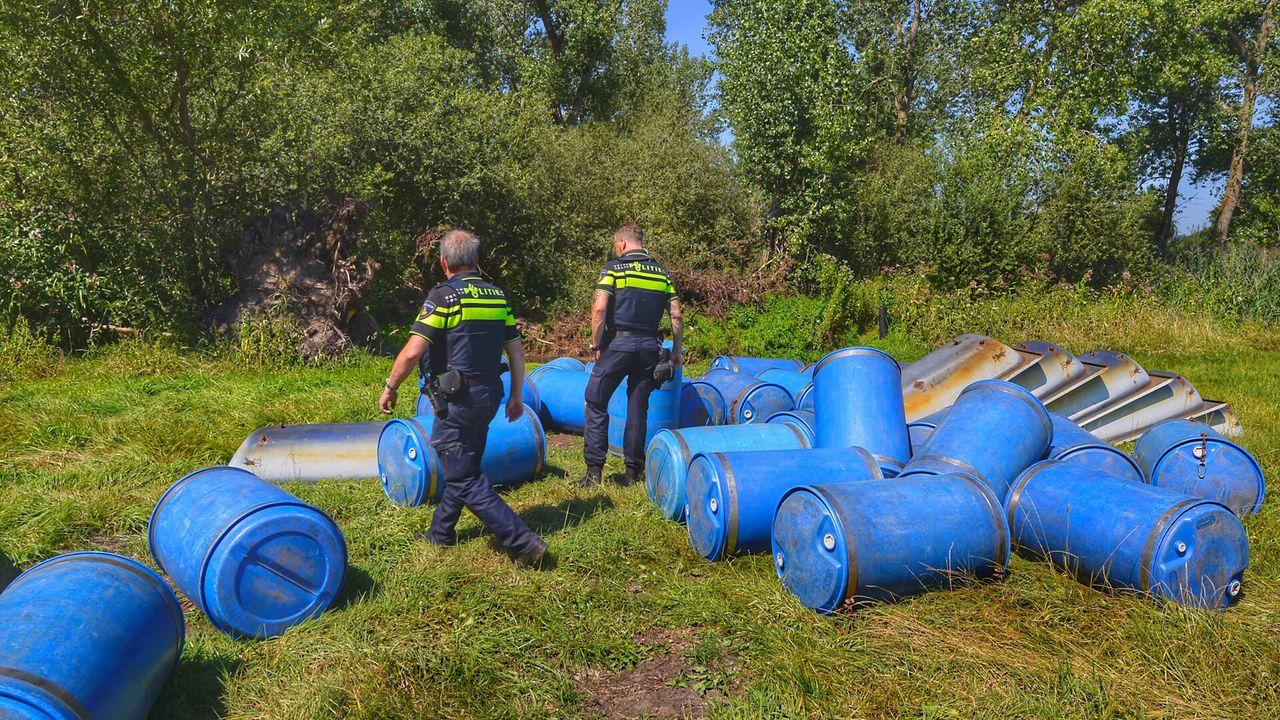 Politie ziet 'badkuipbootjes' aan voor drugsafval