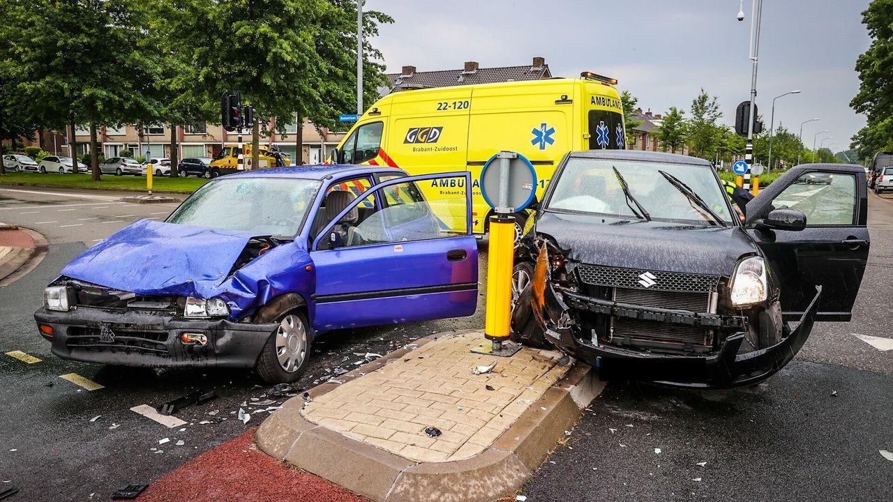 Twee gewonden bij autobotsing in Woensel-Noord