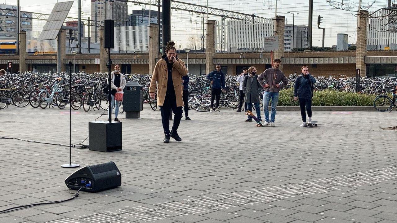 Rapper Fresku van de partij op Koningsdag in Eindhoven