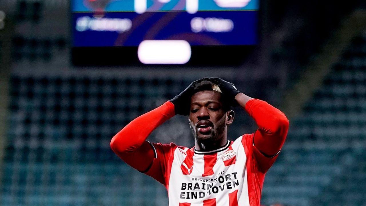 PSV verspeelt punten op bezoek bij ADO