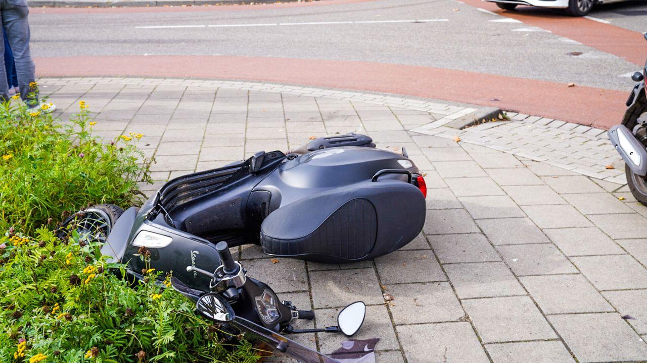 Scooterrijder zwaargewond bij botsing