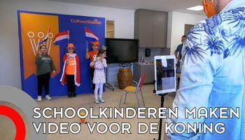 Kinderen maken video voor de koning